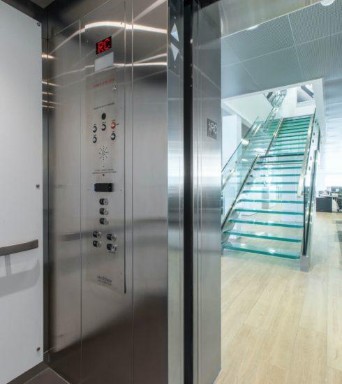 Ascenseur hydraulique commercial | Cabine en métal