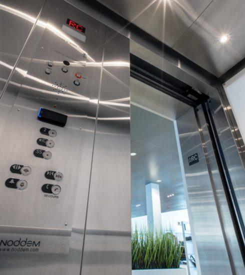 Ascenseur hydraulique | Boîtier téléphonique main libre