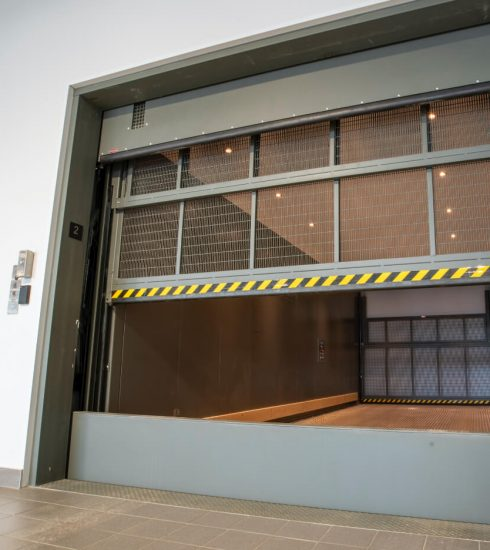 Freight elevator | Titan Plus | Screen door