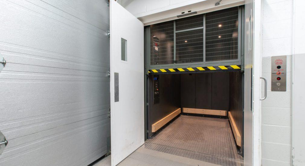 Material aerial platform   Hoist screen door